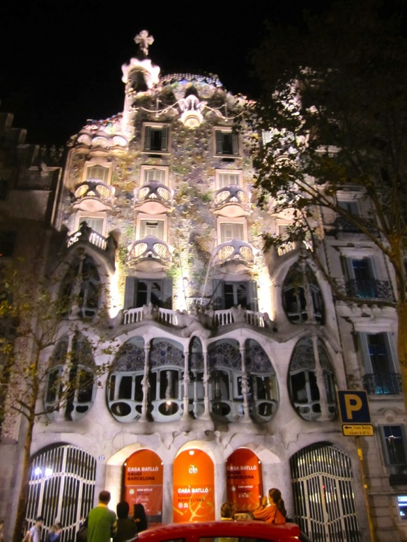 barcelona-spain-casa-batllo-gaudi_copyright-laura-witherspoon_metroleta-2103L