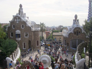 barcelona-spain-parc-guell-gaudi_copyright-laura-witherspoon_metroleta-2160